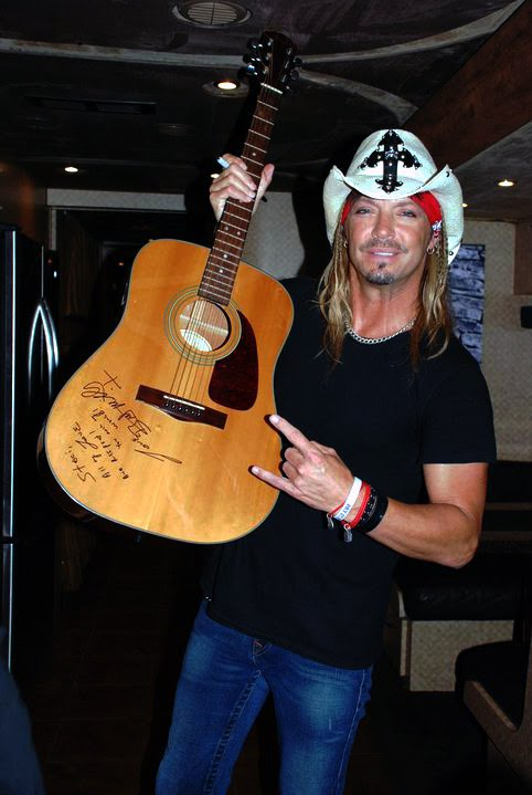 Bret Michaels Wins Award, and wears GivingBands™!