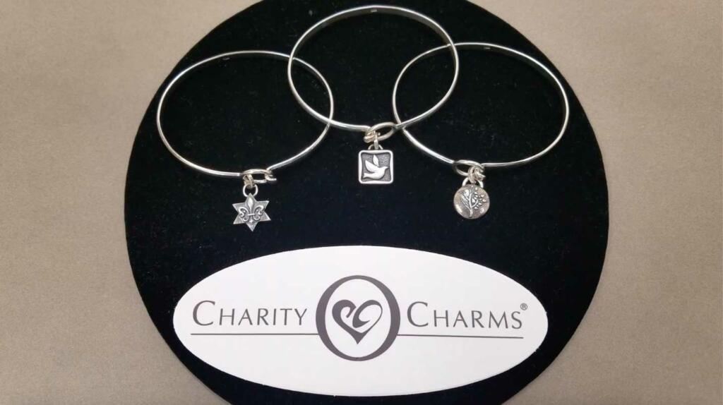 Custom jewelry Embracelets display